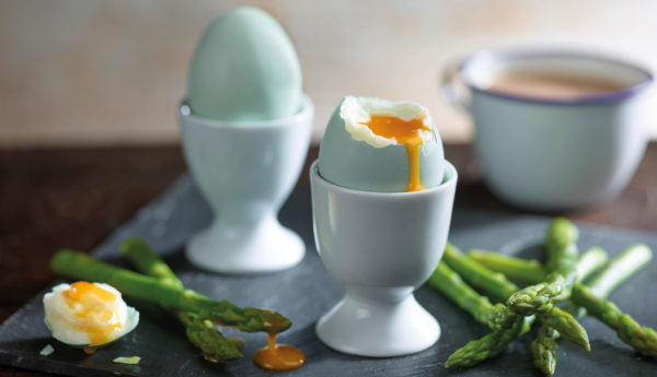 Lifestyle-Royal-Legbar-Boiled-Egg-darker-yolk